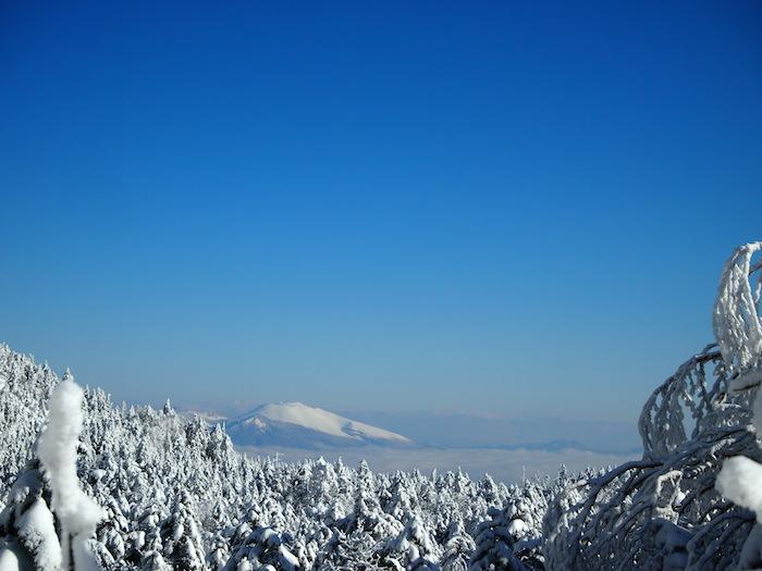 遠くに浅間山。あの浅間山も美しい。