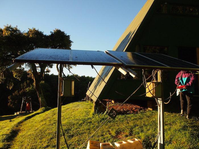 各山小屋エリアではソーラーパネルで電力を蓄えています