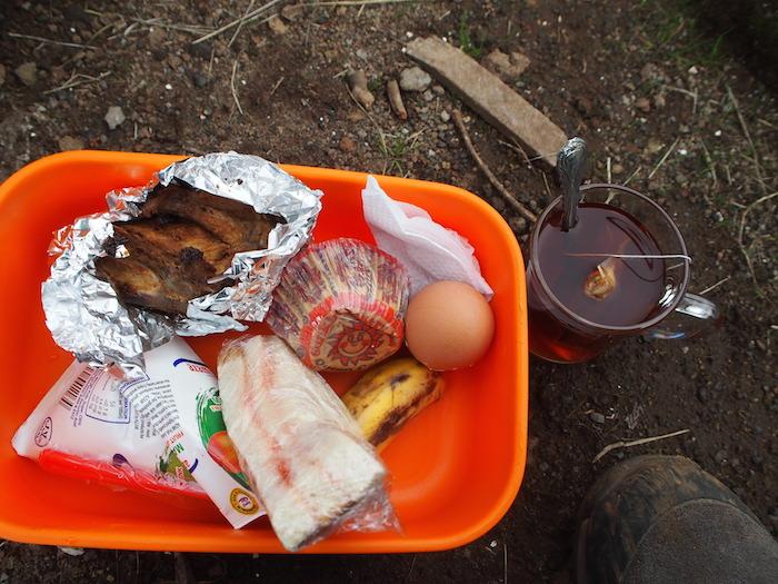今日もみっちりの鶏肉と卵、炭水化物とジュース
