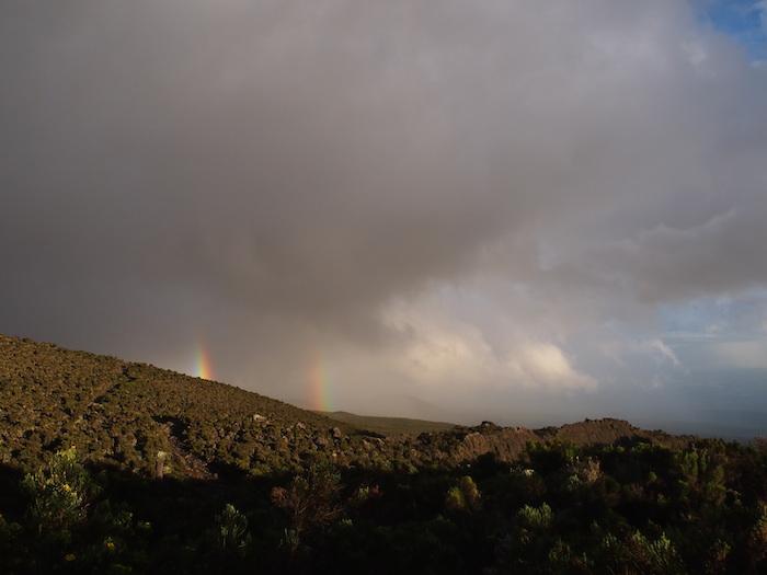 二重の虹ができ始めたところ