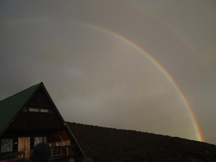 みるみる間に虹がつながった