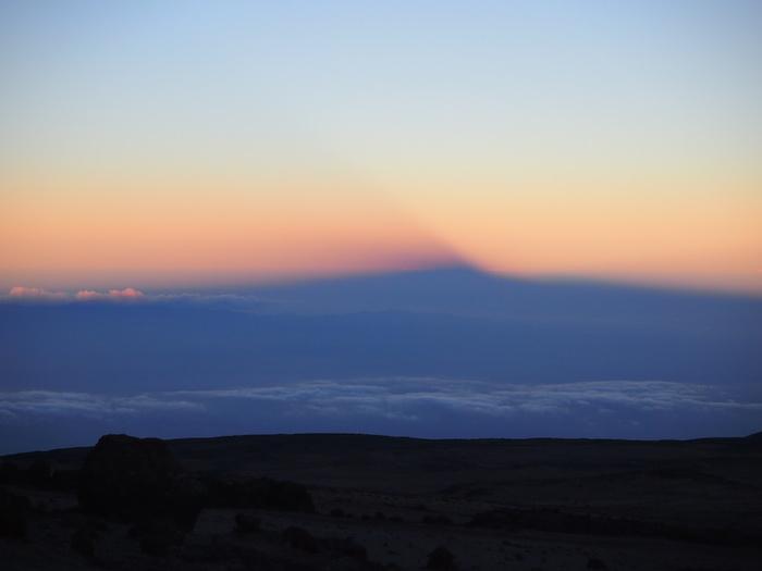 夕方に姿を見せてくれた、雲に映り込む「影キリマンジャロ」。感動
