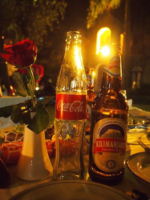 コカコーラの瓶がやけにスリムだった。右はキリマンジャロビール