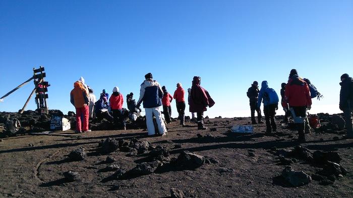 山頂には他のパーティもいましたが、混雑というほどでもない