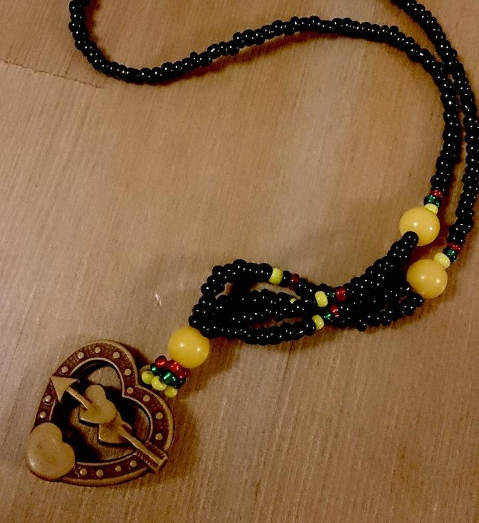 こんなかわいいネックレスをいただきました