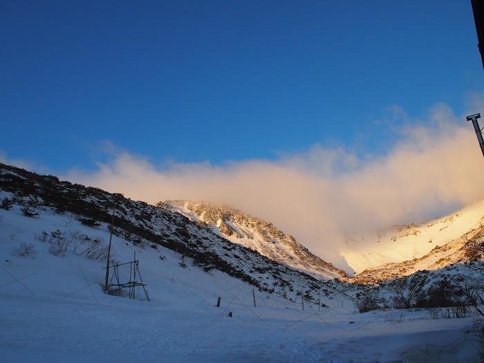 正面の雪にも太陽が反射して。神が降りてきたようだ