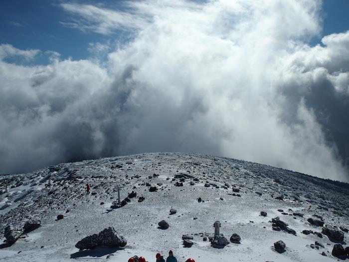 雲なのか雪なのか