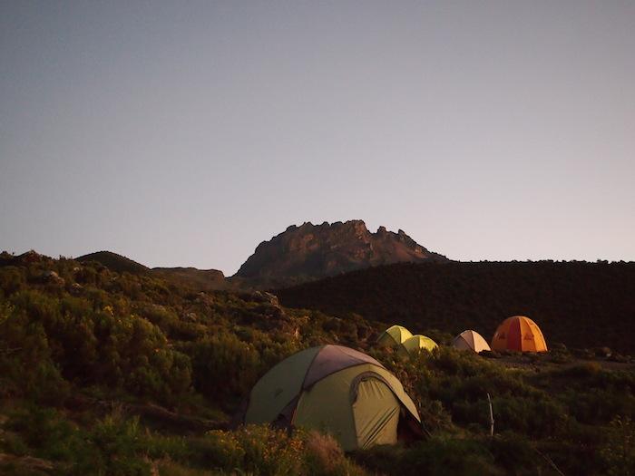 ハットの朝もこれが最後。マウェンジ峰が名残惜しい