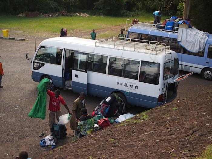 これは私たちのバスではないが、日本の旅館バスだった!