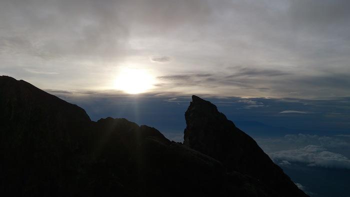 アグン山から眺める日の出です!