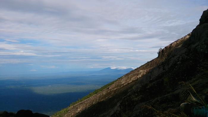本当にこんな傾斜です。登りは四つん這い、帰りは時々お尻をついて進みました