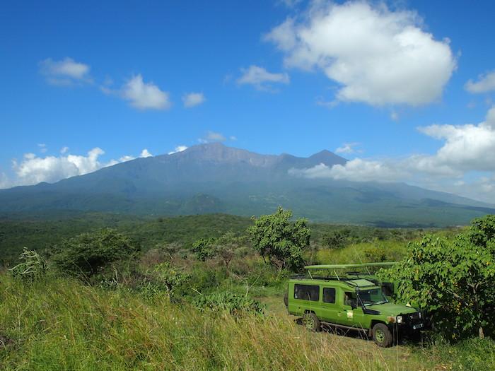 タンザニアで二番目に高いメルー山。ああいつかあそこにも・・・