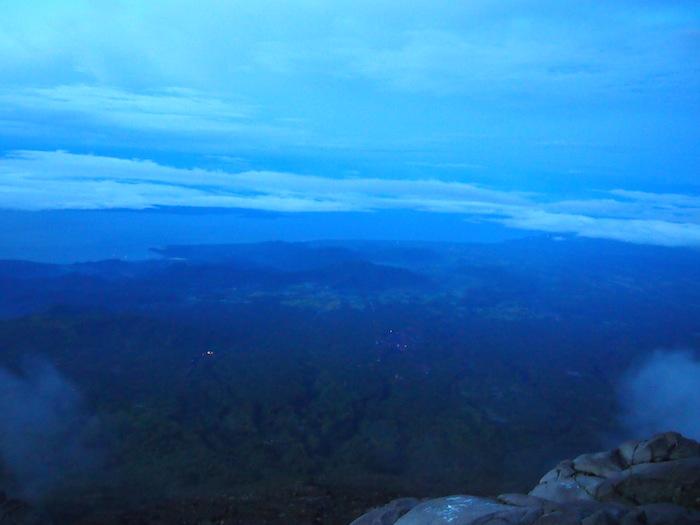 夜明け時は水色の景色