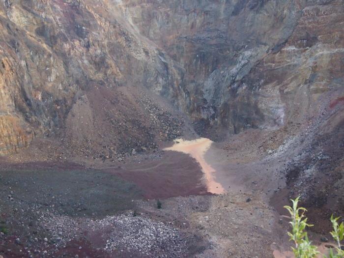 これが真ん中に見える噴火のクレーター