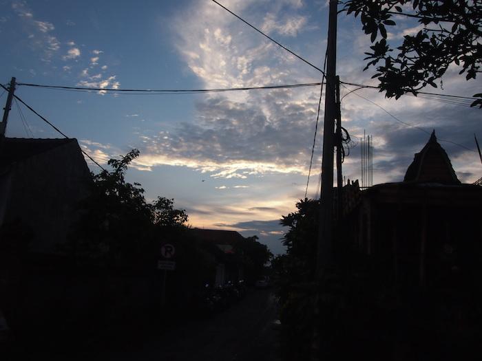 夕暮れ時のウブドの空