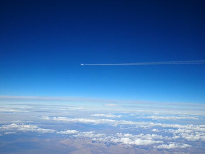 あの飛行機にもたくさんの人が乗っているはず。ワクワク