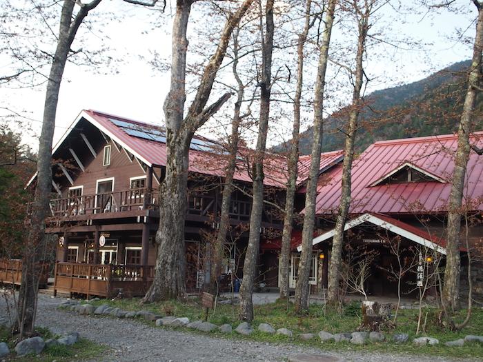 これが徳沢園。人気の山小屋です