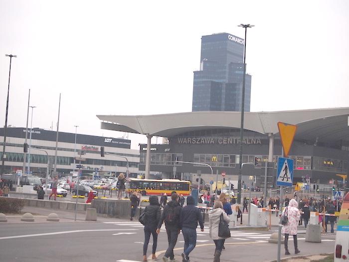 ホテルのすぐそばにあるワルシャワ中央駅