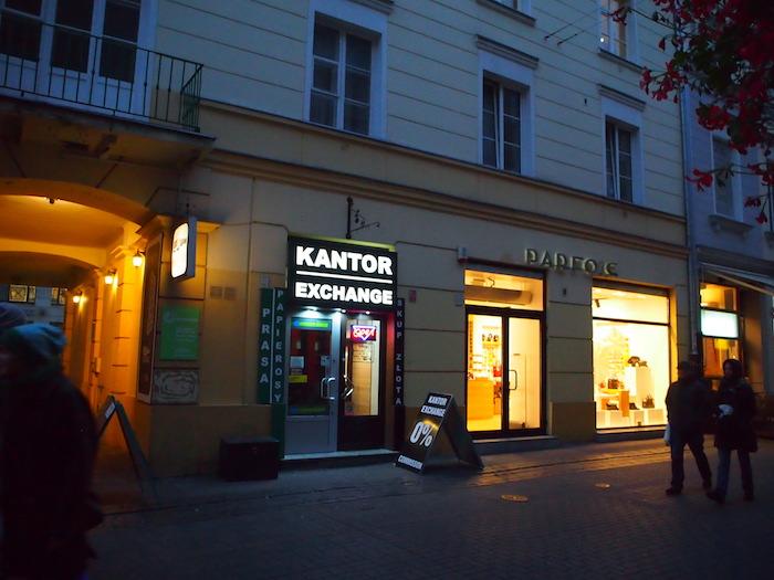 もしポーランドで両替するなら、KANTORという看板の両替所へGO