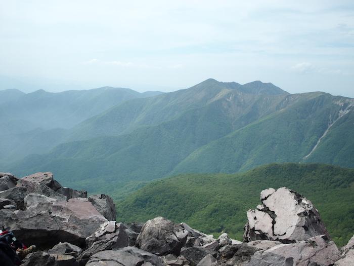 同じ目線の山なのにまったく異なる風景
