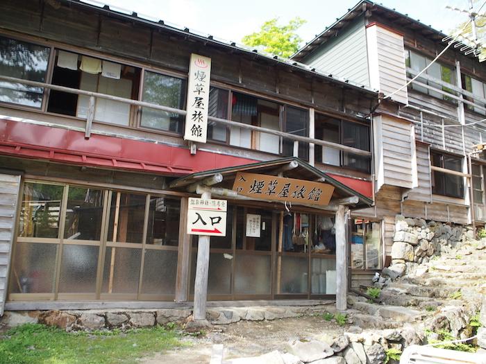 三斗小屋には宿がふたつ。私たちが泊まったのは煙草屋旅館