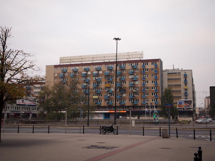 ドカンと建てちゃった系のアパートメント