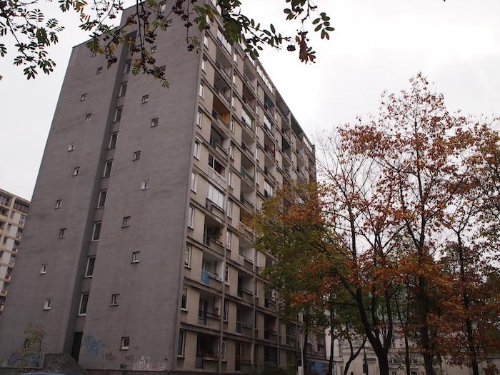 東っぽさが残るアパートメントがここにも。結構高い。
