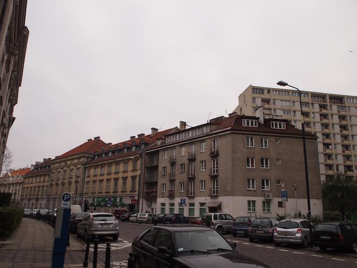 通りはこんな感じでヨーロッパの風情が漂う。ヨーロッパであるだけに。