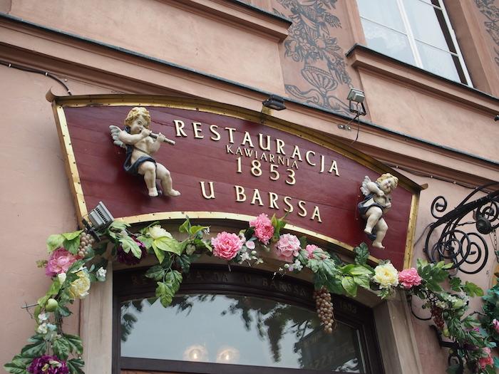 レストランは戦前から。戦中はさぞかし苦労されたろうと・・・