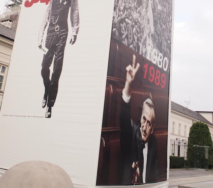 の横にはワレサ議長のポスターが!