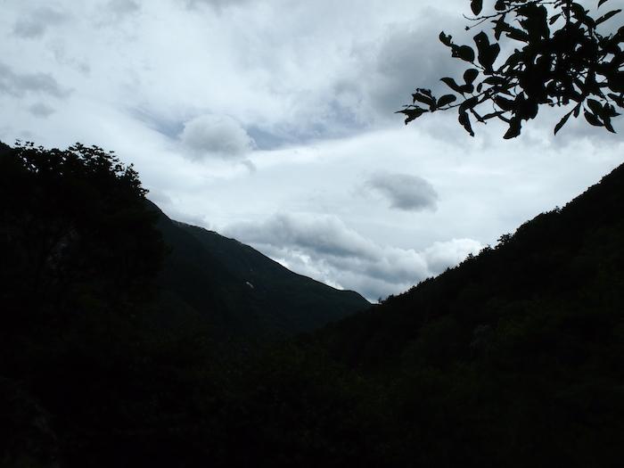 やや不穏な雲が見えてきた