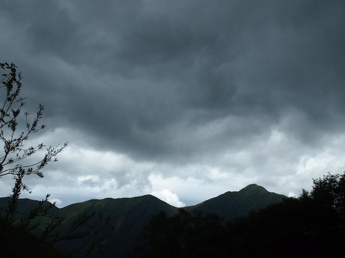 そんなこと言ってたらとたんに雨雲が・・・
