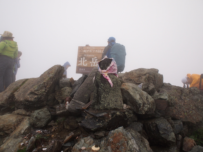 山の上には山岳信仰の名残と思われるものがあって、それを見るのも楽しみ