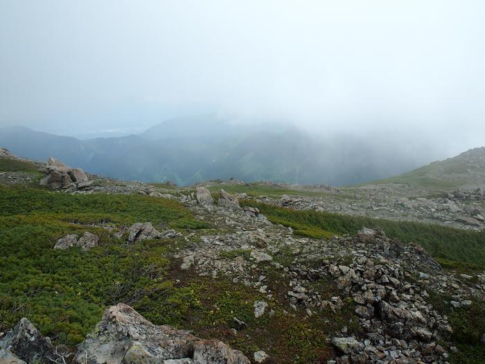 行くての山の輪郭も少しずつ