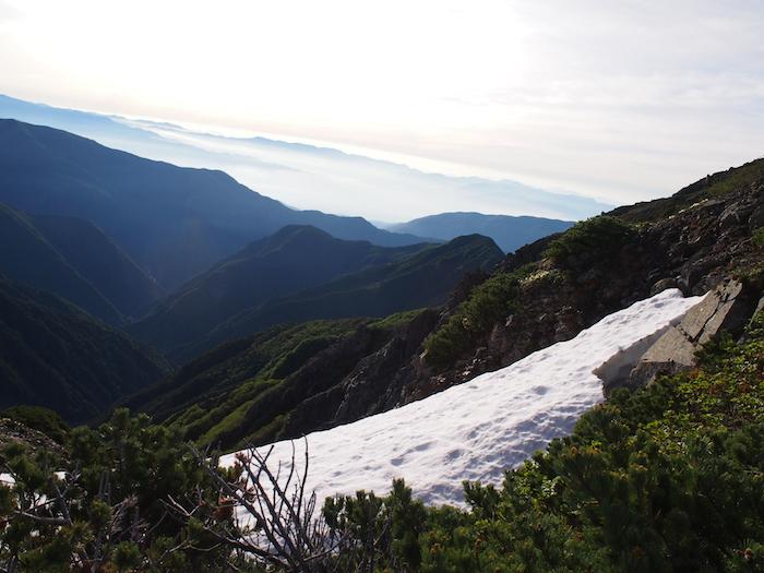 ここも雪渓が残っていました