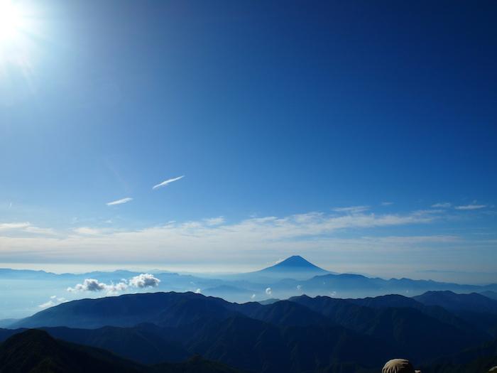 太陽がのぼりきったところの富士山