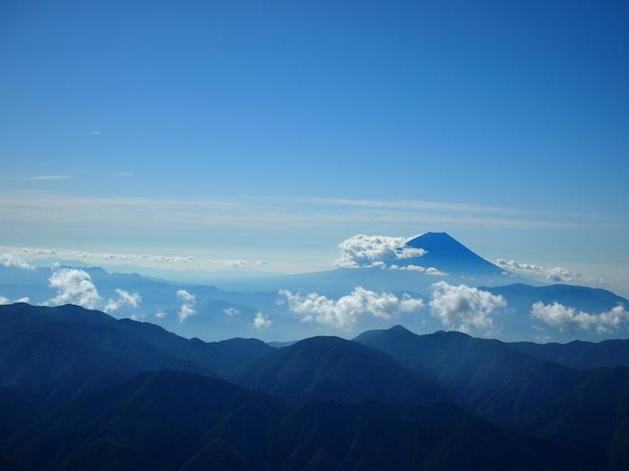 だいぶ雲が出てきた富士山