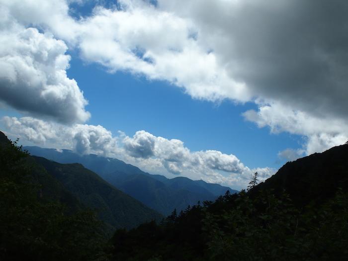 もくもく雲が空を覆ってきた