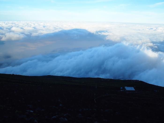 山小屋からも影富士観察