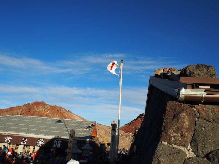 売店と国旗