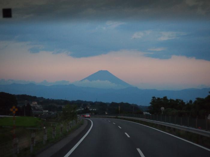 帰りのバスからもくっきり富士山のご褒美。