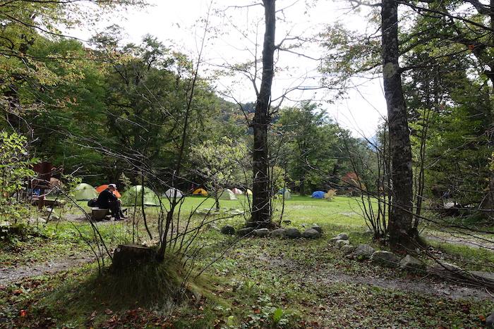 徳沢のテントは穏やかな雰囲気