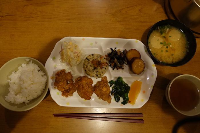お夕食はこんな感じ。美味しい。