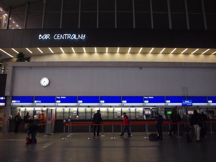 ワルシャワ中央駅の切符売り場