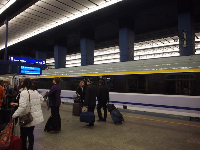 ワルシャワ中央駅のプラットフォーム