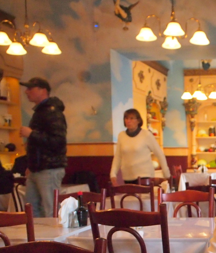 レストランの内装はふしぎな高揚感があった